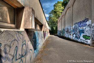 Tags à Châtel-Guyon : L'allée des tags -1M-