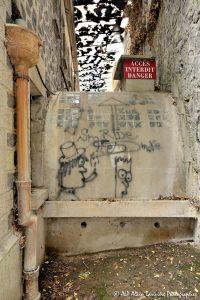 Tags à Châtel-Guyon : Tags sur les murs des Grands Thermes -1-