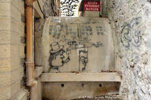 Tags à Châtel-Guyon : Tags sur les murs des Grands Thermes -2-