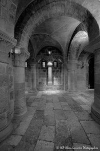 Crypte de la basilique de Saint-Benoît-sur-Loire -14aN&B-