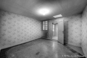 La vieille maison abandonnée, la chambre 2 -2N&B-
