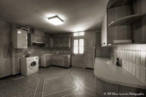 La vieille maison abandonnée, la cuisine -1sépia-