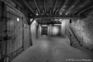La vieille maison abandonnée, la grange -2N&B-