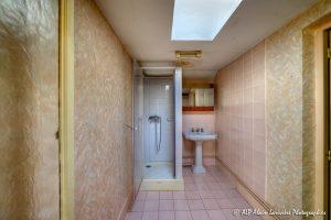 La vieille maison abandonnée, la salle de bain -1-