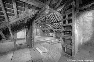 La vieille maison abandonnée, le grenier -2N&B-