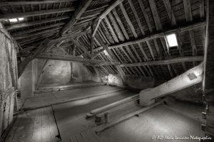 La vieille maison abandonnée, le grenier -6sépia-