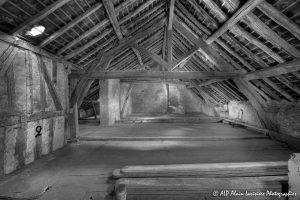 La vieille maison abandonnée, le grenier -7N&B-