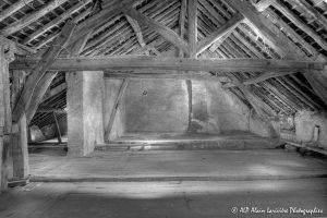 La vieille maison abandonnée, le grenier -8N&B-