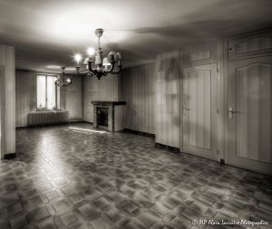 La vieille maison abandonnée, le séjour -1Bsépia-