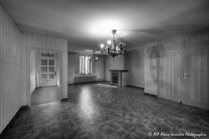 La vieille maison abandonnée, le séjour -1N&B-